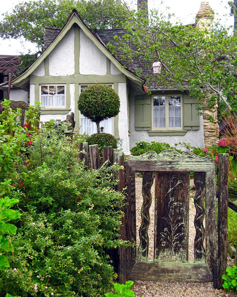 Fairytale cottages in carmel by the sea sarah blank for Cottages in los angeles