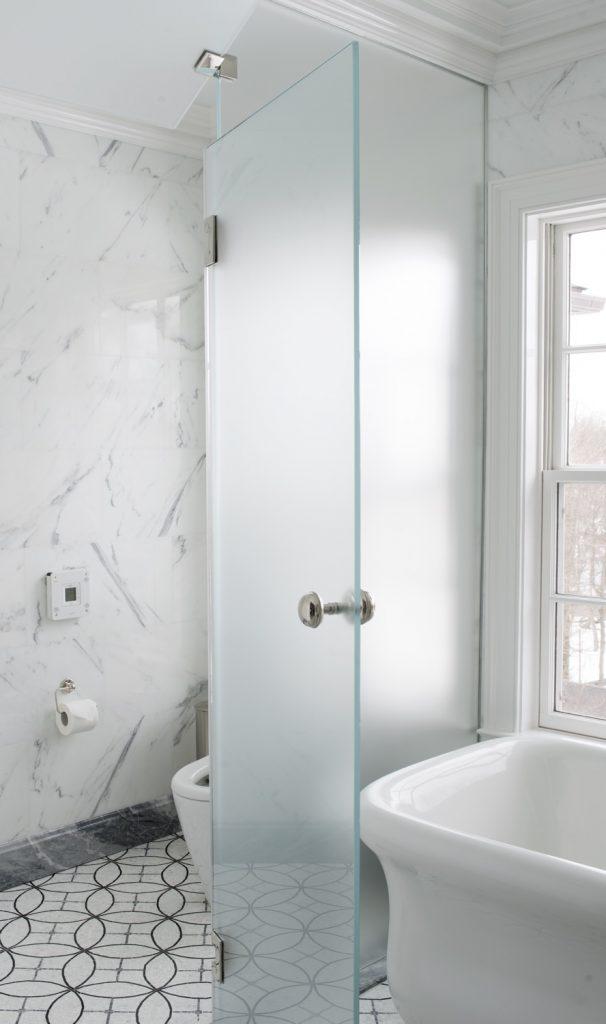 master bath toilet enclosure7985
